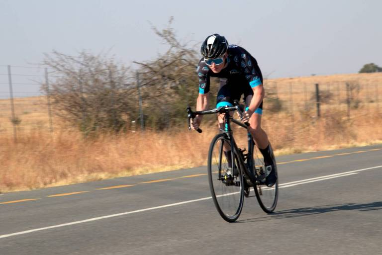 Fabian Valsecchi cycling sprint on chapter 2 rere wearing Fabians Bicycle transport kit suomy helmet blue oakley glasses